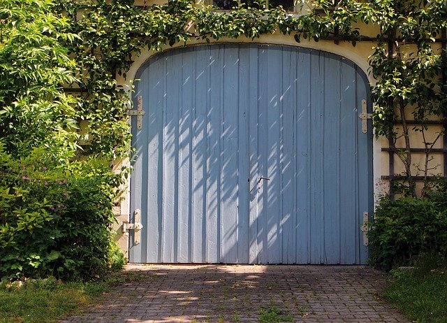 Garage Door Hinges Can Enhance the Look of Your House