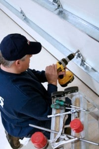 What to Know When Picking the Right Garage Door Dealership