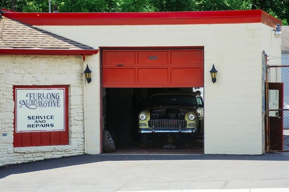 A retro building with a pristine and maintained garage door. Image: Pixabay
